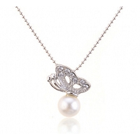 Pearl necklace with a butterfly - Super Elegant